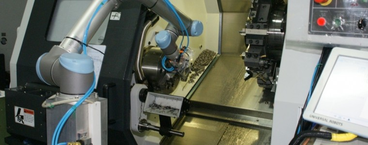 universal-robots-zacobria-cnc-feeding-tending-robot