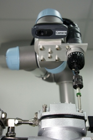 universal-robots zacobria vision camera guided mounting tightening assembly
