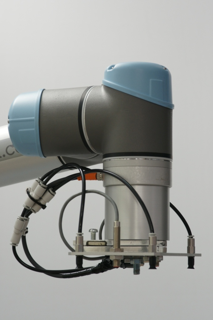 universal robots zacobria compact vacuum application